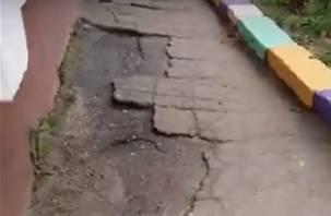 Смоляне жалуются на убитые дорожки в детских садах