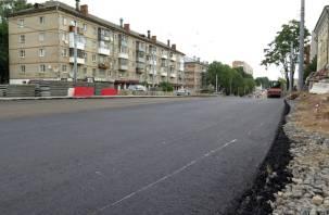 В Смоленске начали укладку асфальта на улице Николаева