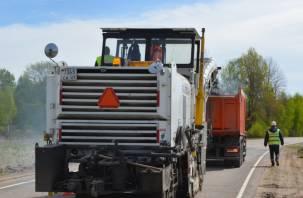 Смоленскавтодор ремонтирует дорогу, соединяющую Починковский и Ельнинский районы