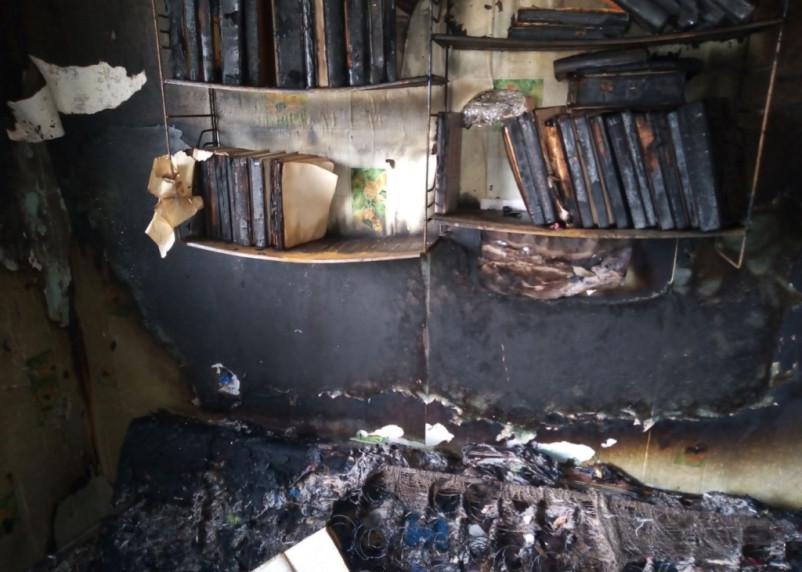 В Рославле дедушка боролся с огнем в квартире. С ожогами госпитализировали