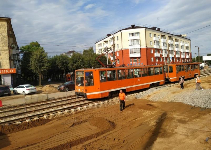 По улице Николаева в Смоленске прошел трамвай