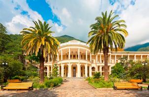 Теперь Абхазия. Курортная страна бьет антирекорд по новым случаям коронавируса