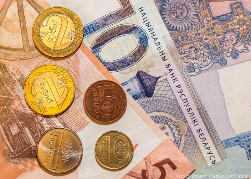 Курс белорусского рубля рекордно рухнул