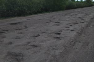 Яма на яме. Стали известны районы Смоленской области с худшими дорогами