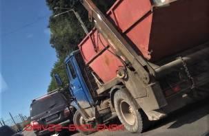 Тройное ДТП на Витебском шоссе затрудняет движение транспорта