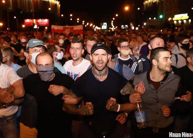 В Белоруссии в акциях протеста пострадали боле 100 силовиков