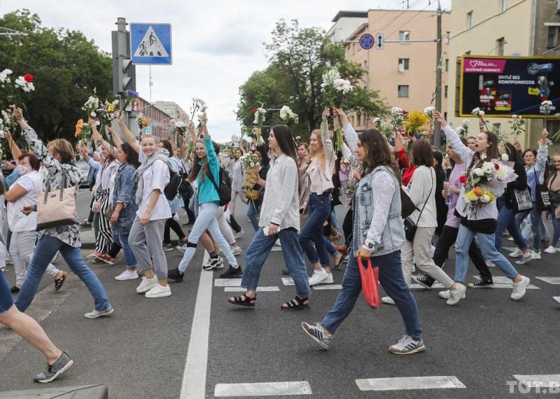 Жители Белоруссии выстраиваются в «цепочки солидарности»