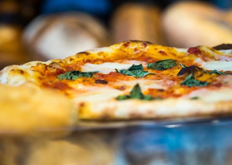 Гавайскую пиццу ресторатор предложил запретить в России