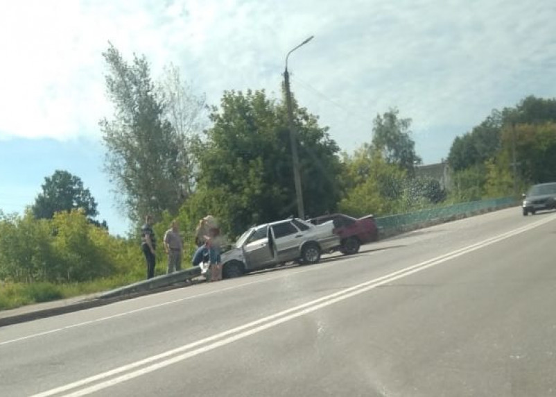В Смоленске произошла серьезная авария с участием легковушек