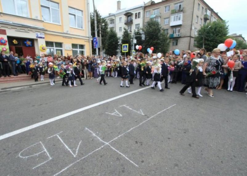 Всем школьникам выплатят 10 тысяч рублей