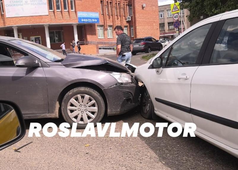 Момент массового ДТП в Смоленской области показали на видео
