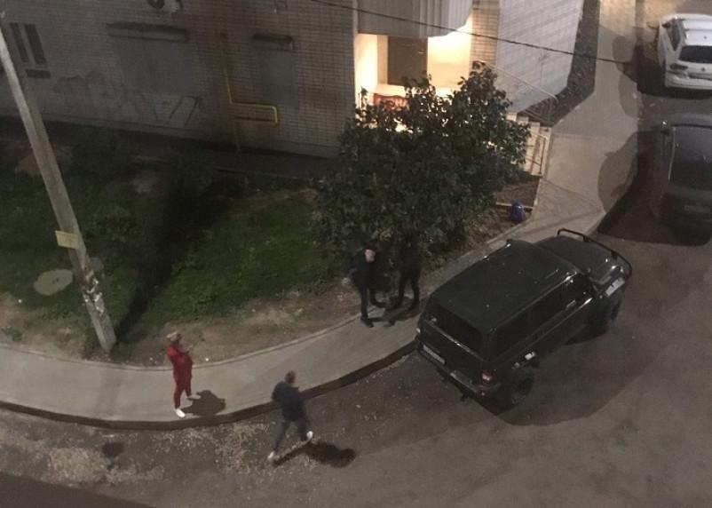 Два смолянина ночью прыгали по крышам машин