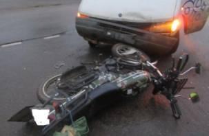 В Смоленске иномарка снесла мотоциклиста
