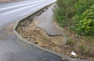 И так сойдет. Смоляне возмущены состоянием тротуара после ремонта дороги