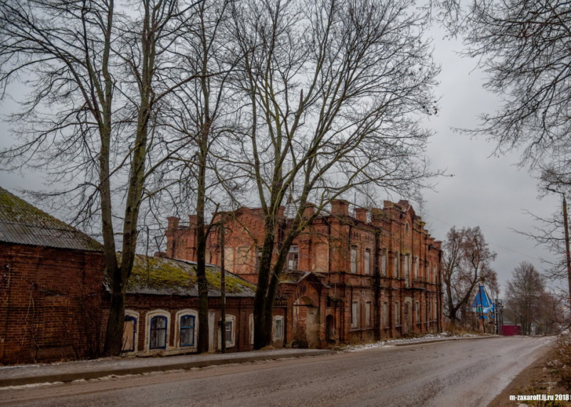 В Смоленской области малолетнюю узницу и ветерана труда переселяют в коммуналку с туалетом-«дощатиком»