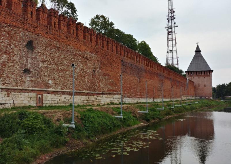 «Это трэш. Выставили забор перед крепостной стеной»