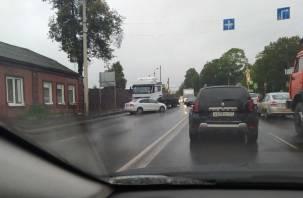 ДТП с фурой в Смоленске парализовало движение транспорта