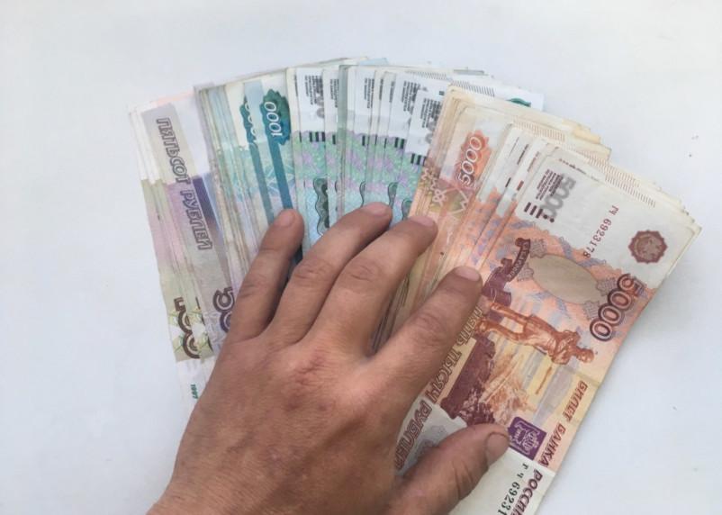 Россиян просят отказаться от наличных денег из-за коронавируса