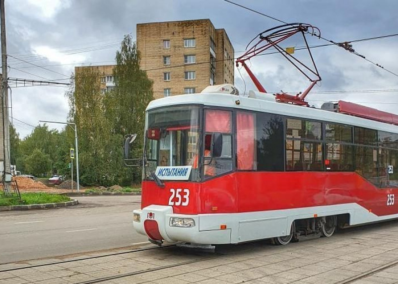 В Смоленске новый-старый трамвай заинтересовал горожан