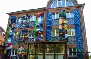 Уличные художники украсили одну из улиц Смоленска