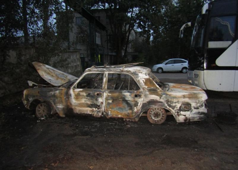 Смолянин ограбил дом и машину и поджег их