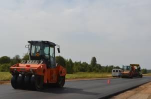 Смоленскавтодор выполняет работы по устройству верхнего слоя асфальтобетонного покрытия на Старой Смоленской дороге