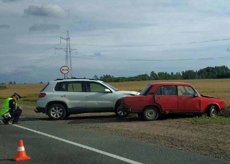 В Смоленском районе на окружной в ДТП пострадал водитель ВАЗа