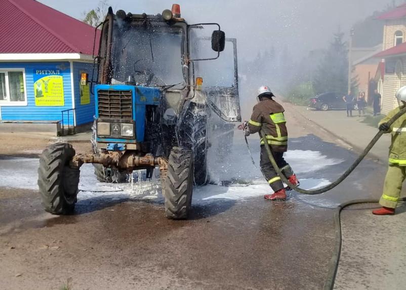 Ночью в Новодугино на ходу загорелся трактор