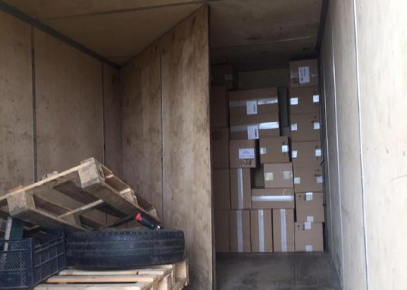 В Смоленской области таможенники задержали грузовик с нелегальными сигаретами