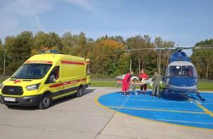 Вертолет санавиации доставил смолянина на лечение в Москву