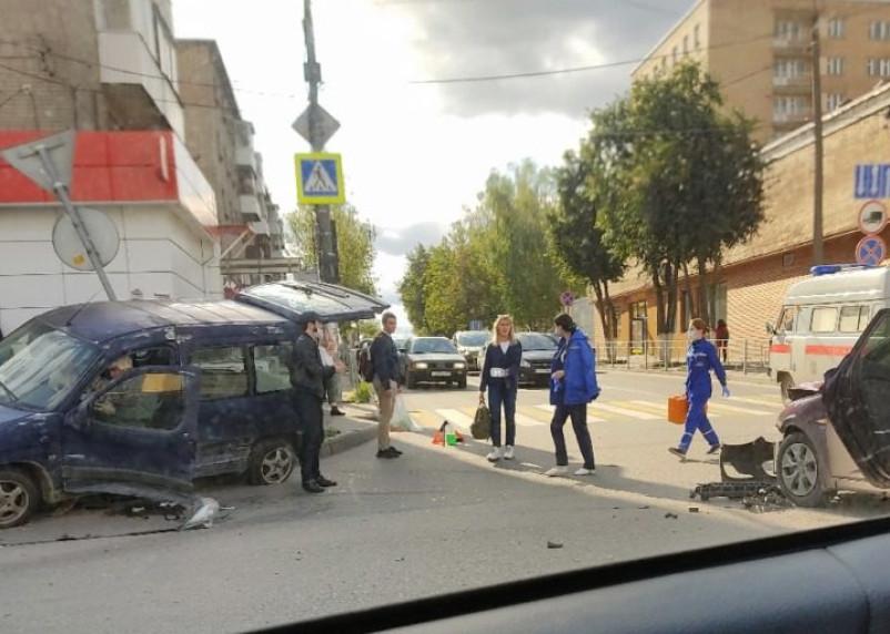 В Смоленске произошло серьезное ДТП на улице Крупской