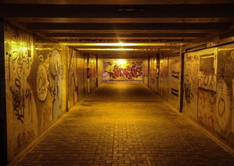 В Смоленске занялись уборкой подземного перехода