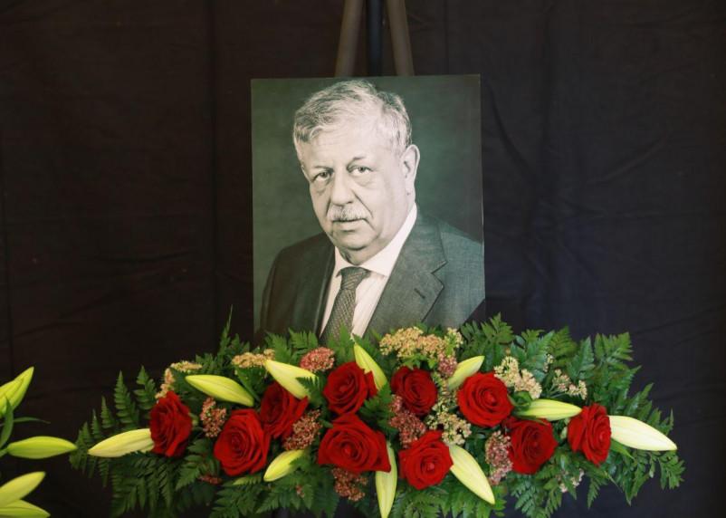 В Москве прощаются с легендарным ведущим «Русского лото»