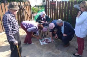 Забытым ветеранам в  Смоленском районе привезли воду