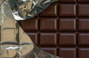 Росконтроль проверил молочный шоколад. Сластенам лучше не есть «Коммунарку» и «Аленку»