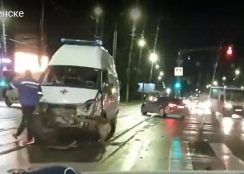 В Смоленске произошло жёсткое ДТП со скорой