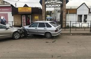 Подробности ДТП в Рославле: иномарка снесла две машины и сбила пешехода