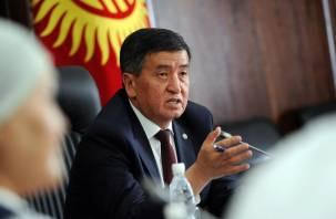 Президент Киргизии отправил в отставку правительство и премьера