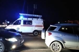 В Ленинградской области обрушился пешеходный мост на грузовик на трассе М-10. МЧС опубликовало видео