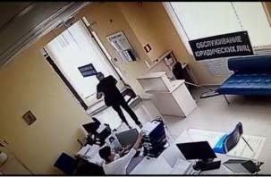 В Смоленске мужчина обчистил банковскую ячейку