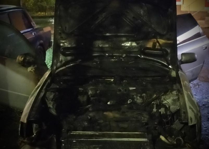Пожар увидели студенты. На Нахимова загорелась Audi A6