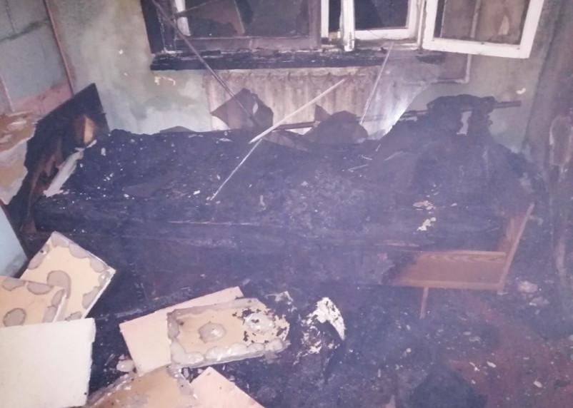В Смоленской области пожарные спасли мужчину из горящей квартиры