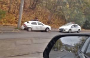 В Смоленске автомобиль протаранил столб