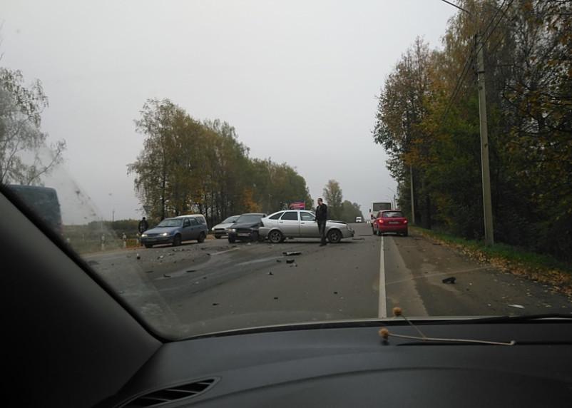 На въезде в Смоленск столкнулись четыре автомобиля