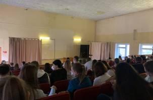 Родители студентов смоленского вуза пожаловались на нарушения ограничительных мер из-за коронавируса