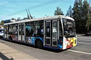 По улицам Смоленска курсирует «Троллейбус знаний»