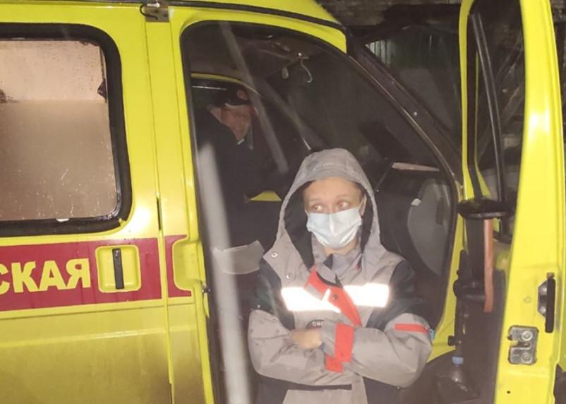 Российские скорые привезли тяжелых больных с коронавирусом к Минздраву