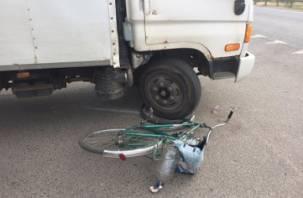 В Смоленском районе велосипедист подбил грузовой фургон и оказался в больнице