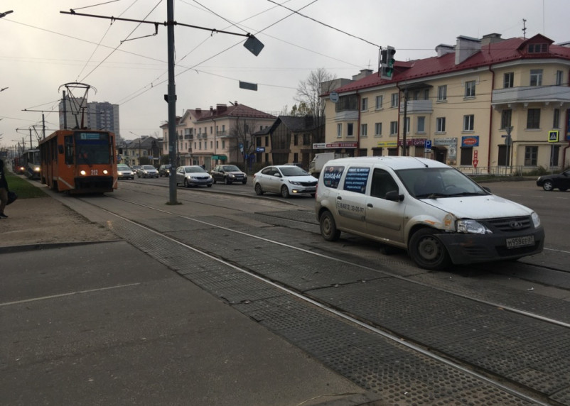 Из-за ДТП в районе медгородка остановились трамваи