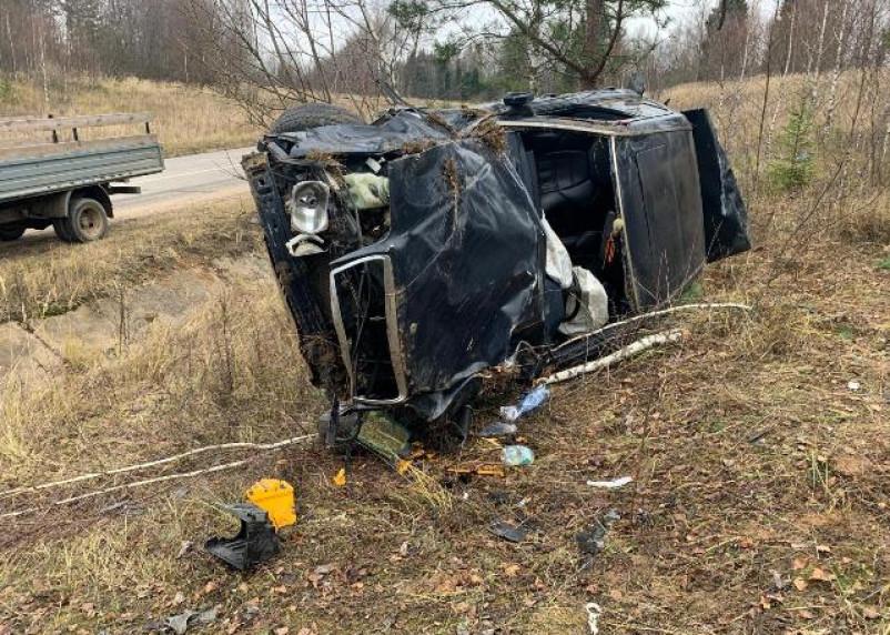 В Смоленской области иномарка на скорости вылетела с дороги. Пострадал водитель